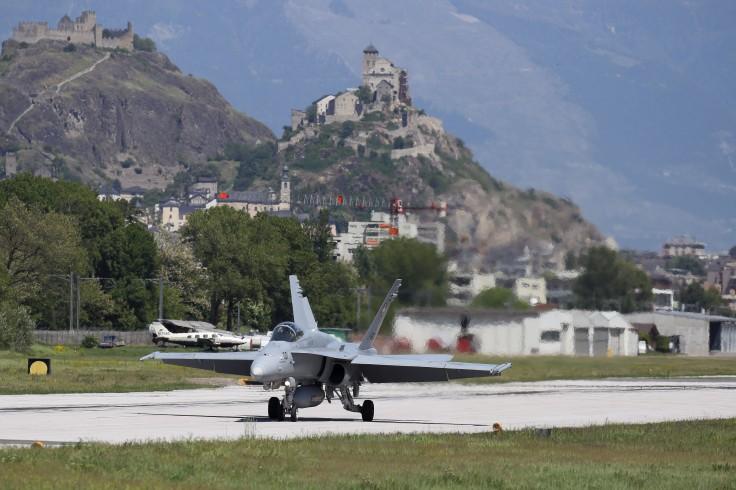 F-18 (2)